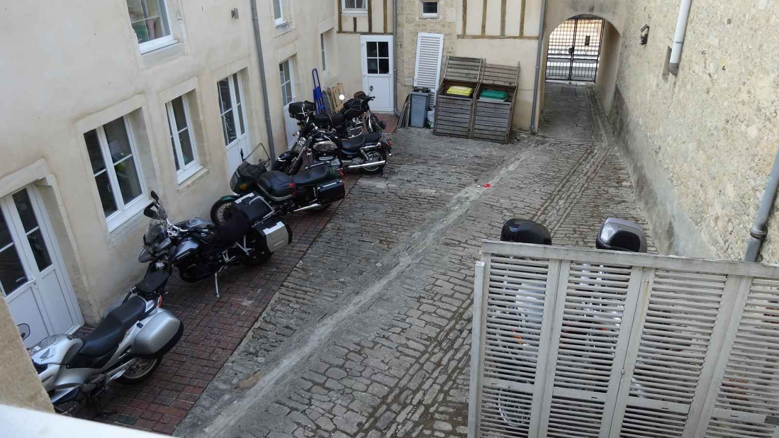Gite with secure parking in Bayeax